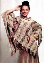 Вязаное пончо с продёрнутыми нитями
