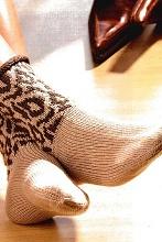 Вязаные носки с леопардовым узором