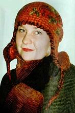 Вязаная оранжевая шапочка с ушками