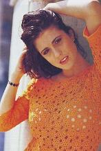 Вязаный пуловер из звёздочек апельсинового цвета