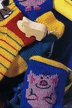 Вязаные детские носки с поросятами